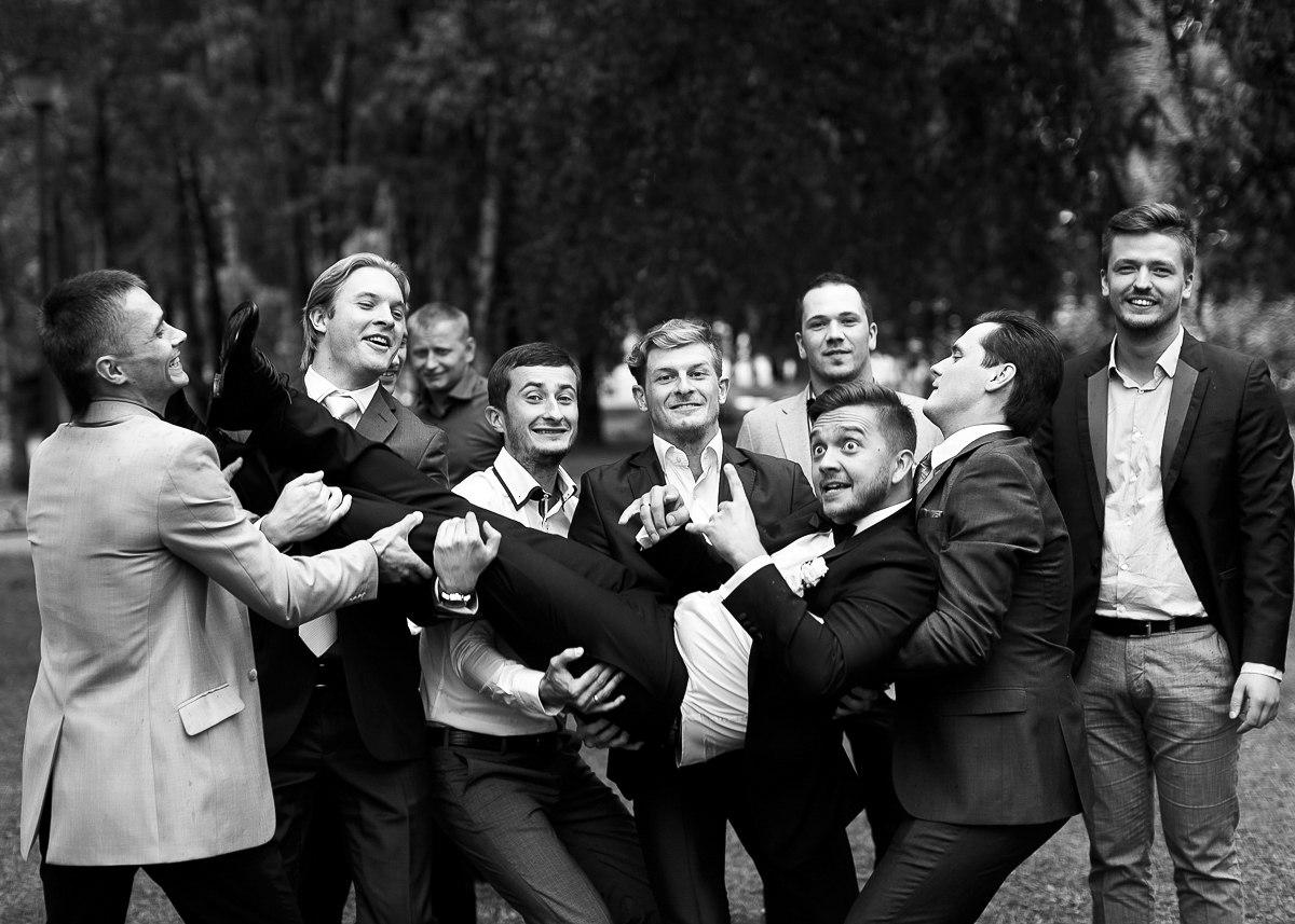 идеи для фото, свадебные, жених в воздухе