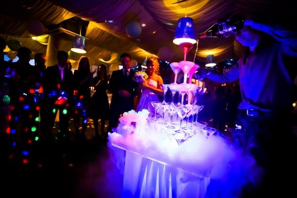 Свадебные тренды. Бармен шоу в Санкт-Петербурге на свадьбе.