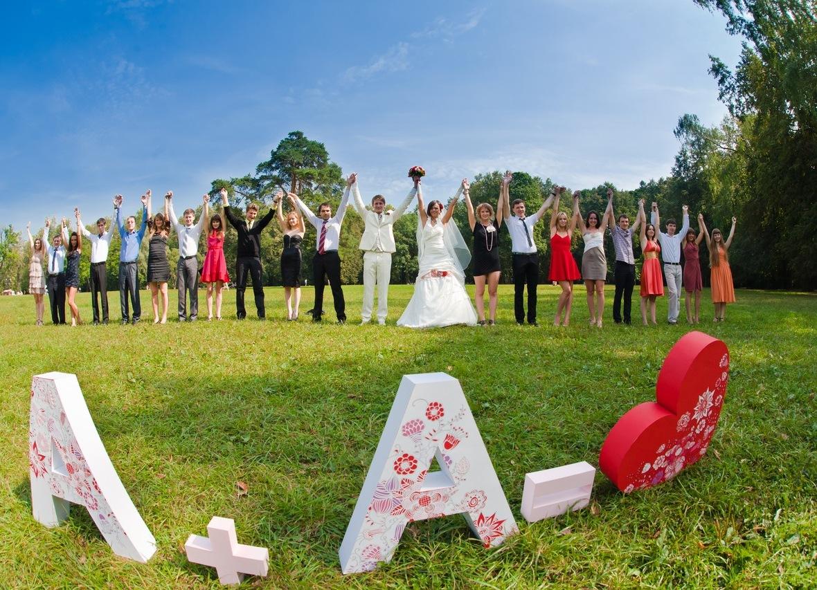 Идеи аксессуаров и оформления фотозоны на свадьбу.