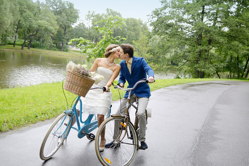 свадебные фотографии идеи летом на велосипеде
