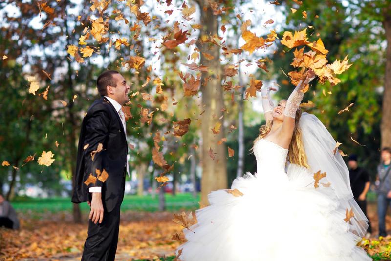 что одеть на свадьбу осенью женщине