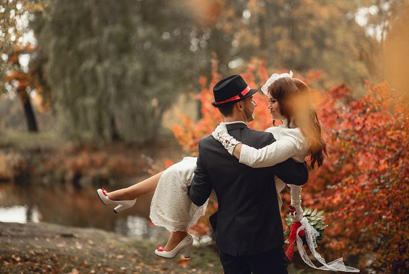 что одеть на свадьбу осенью девушке гостье