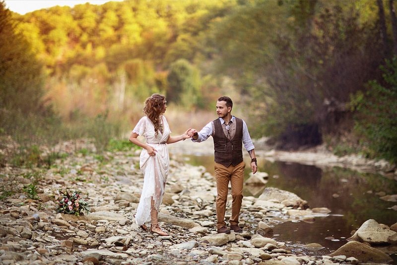 платья на свадьбу для гостей осень