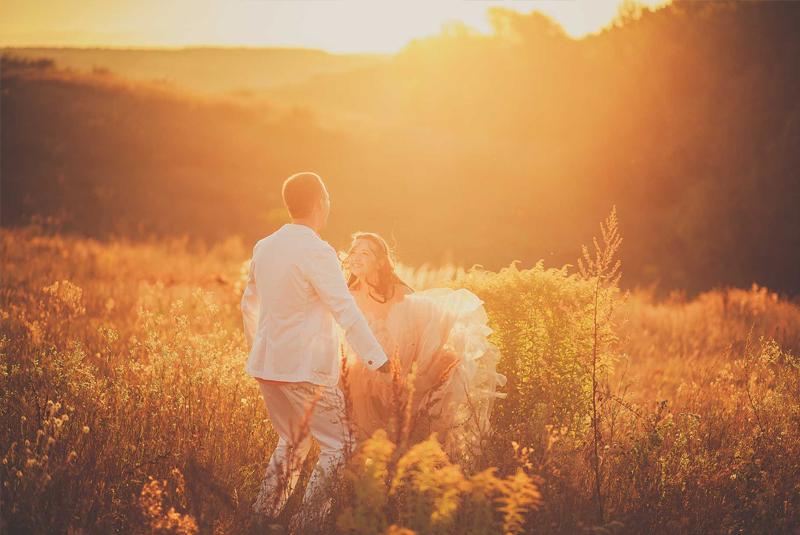 как одеться на свадьбу осенью гостям фото