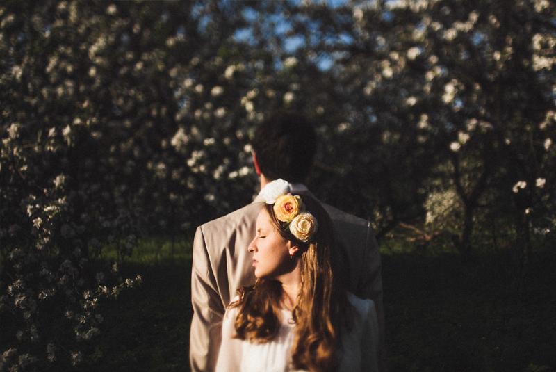 как одеться на свадьбу весной гостям