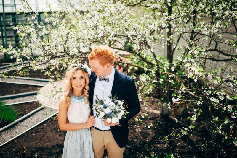как одеться на свадьбу весной гостям фото