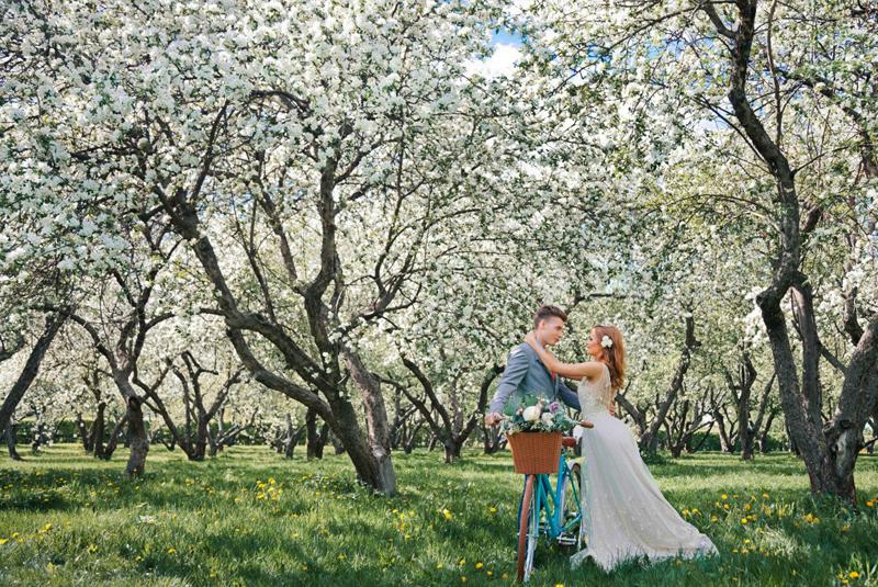 в чем идти на свадьбу весной
