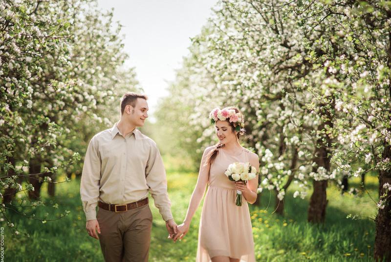 платья на свадьбу весной
